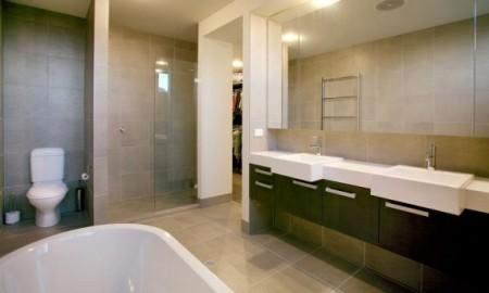 Salle de bain de homeinterior - Salle de bain simple et moderne ...