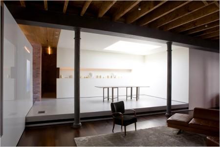 Salon sur une estrade dans un loft à Soho