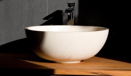 Vasque design en résine et pierre