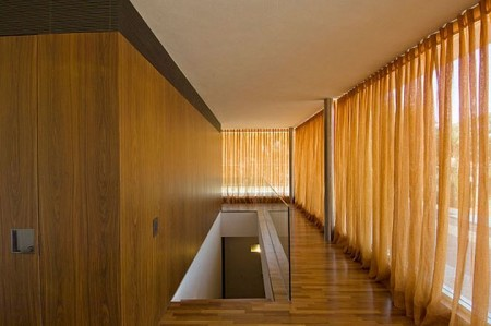House 53, intérieur en bois