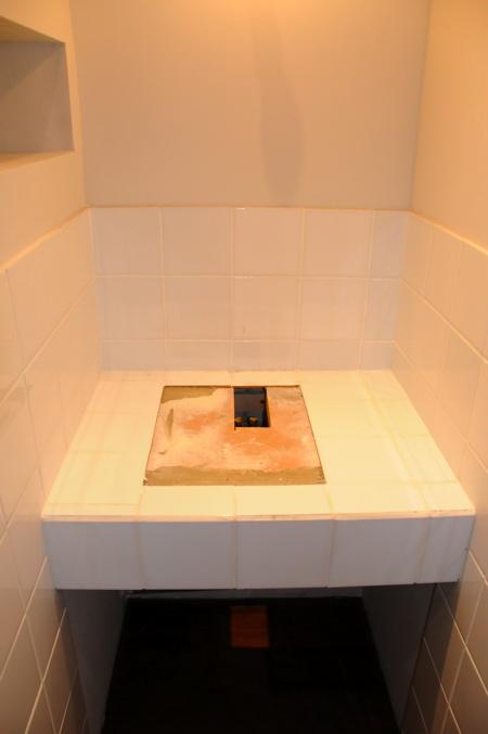 Vasque démontée dans la salle de bain