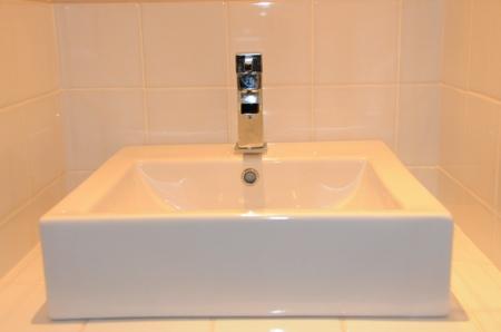 Vasque design en céramique carrée