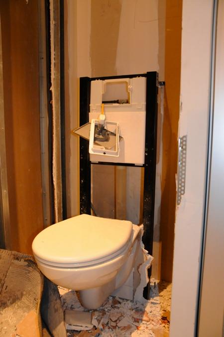 WC suspendus cassés