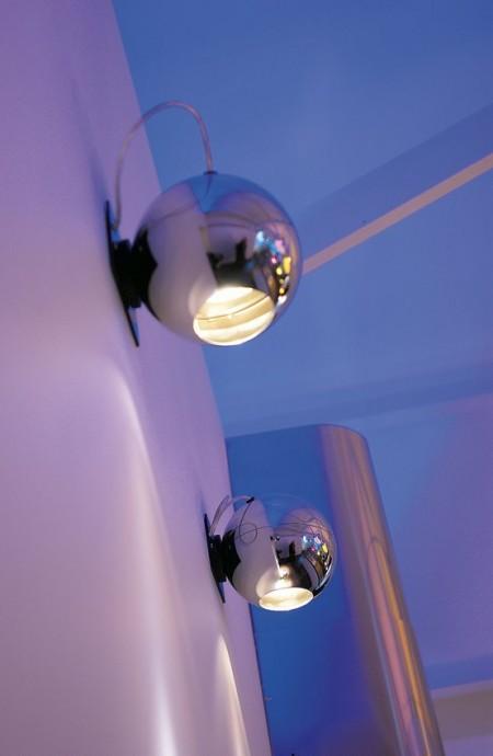 Applique boule Dark dans un loft à Bruxelles