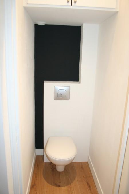 WC suspendu dans un petit loft à Nantes