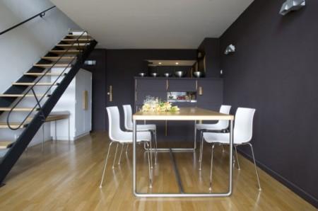 Salle à manger dans un appartement loft de la cité radieuse Le Corbusier