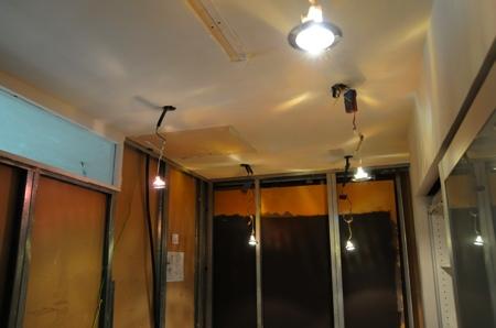 Spots encastrés sortis du plafond