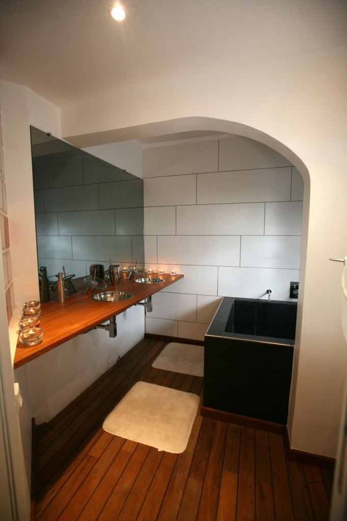 Salle de bain dans un loft de 500000 euros journal du loft - Salle de bain loft ...