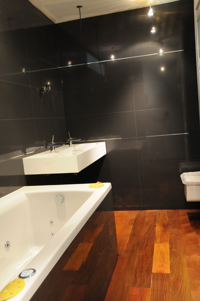 salle de bain avec parquet en ip journal du loft. Black Bedroom Furniture Sets. Home Design Ideas