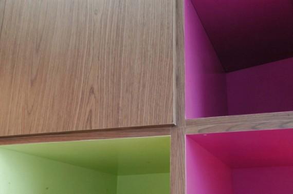 Rangements colorés dans le studio