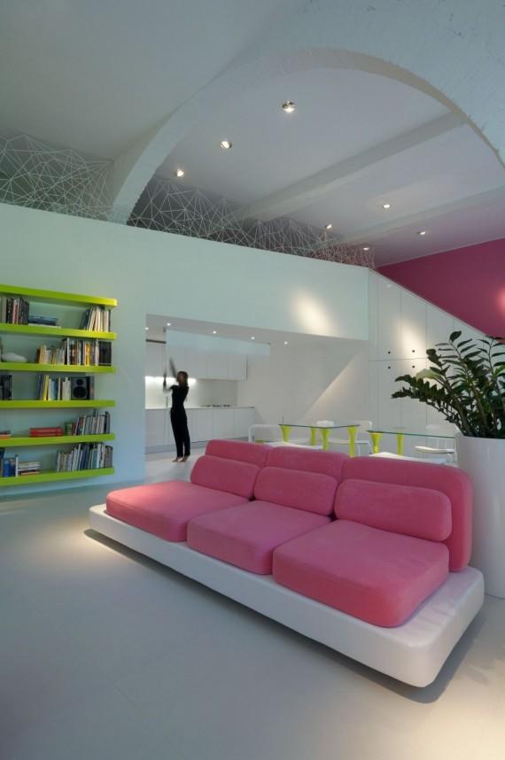 Canapé blanc et rose design dans la résidence Micheli
