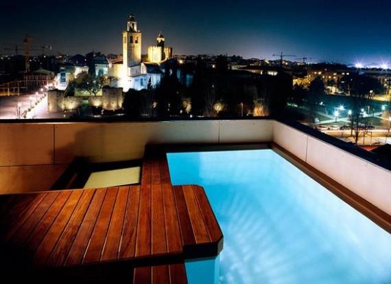 Piscine sur le toit de la maison moderne Casa Hevia