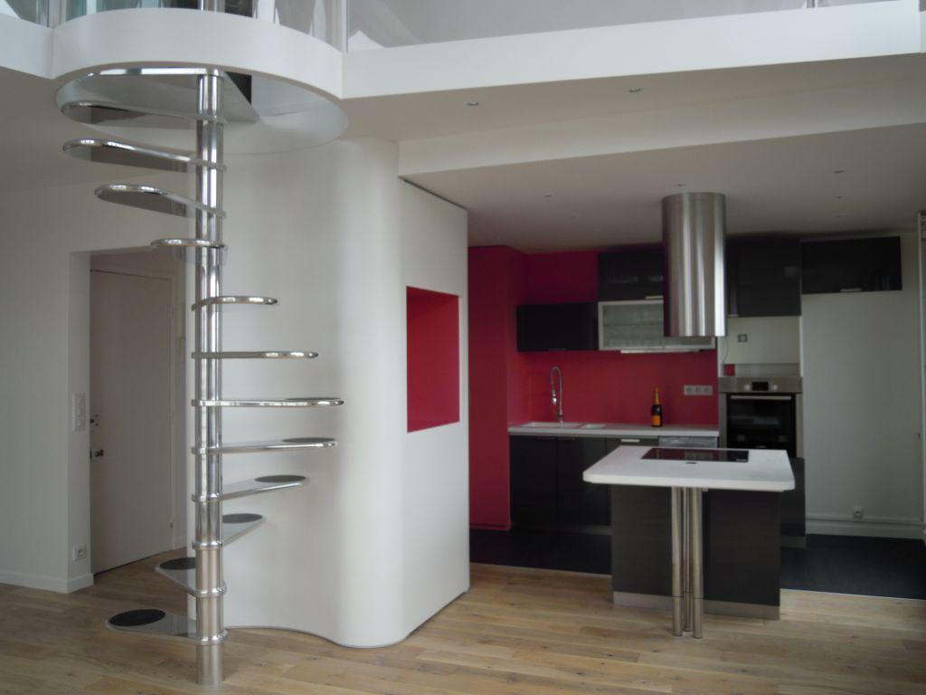 Duplex montmartre journal du loft - Small duplex interior design ideas ...