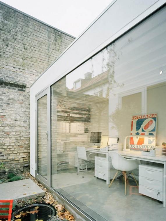 Maison de ville suédoise avec une façade en verre