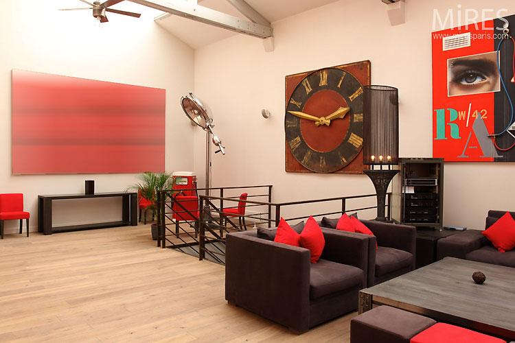 Loft rouge et blanc to rent in Paris
