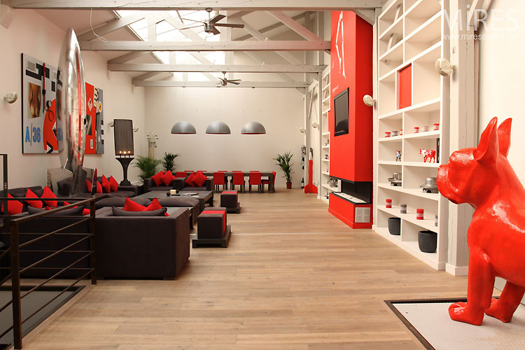 Loft rouge et blanc – open space