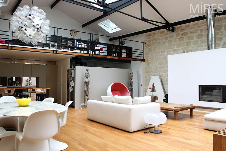 Loft avec baie vitr e atypique journal du loft for Location immobilier atypique paris
