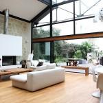 Loft avec une façade entièrement vitrée