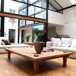 Loft avec une façade vitrée