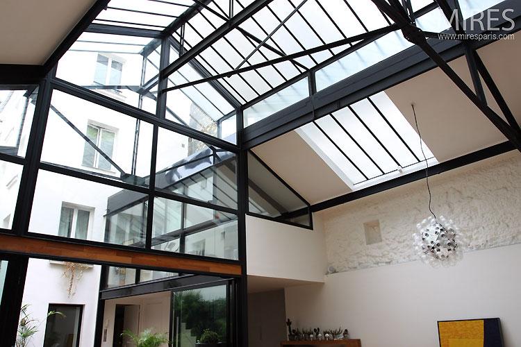 loft avec une verri re journal du loft. Black Bedroom Furniture Sets. Home Design Ideas