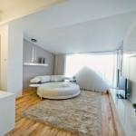 Lit rond design dans un loft contemporain à Chisinau en Moldavie