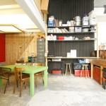 Cuisine vintage dans un atelier d'artiste à Paris