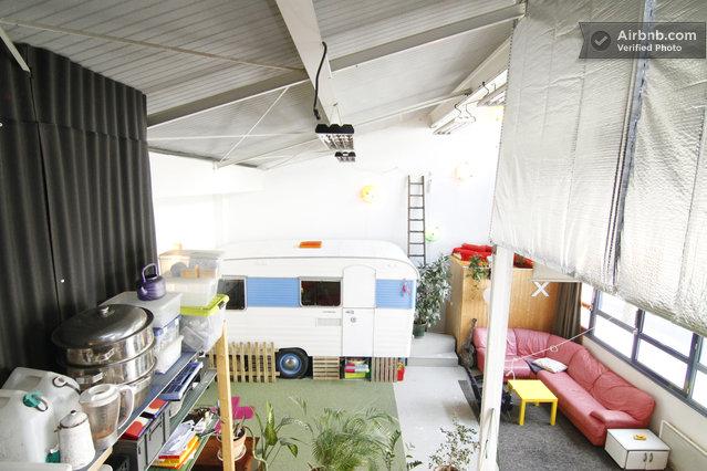 Loft atypique louer un atelier d artiste avec une caravane en plein coeur - Atelier d artiste a louer ...