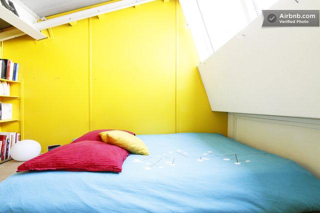 Loft atypique louer un atelier d artiste avec une for Caravane chambre 19