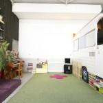 Une caravane dans un atelier d'artiste