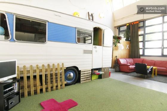 Une caravane dans un loft à Paris