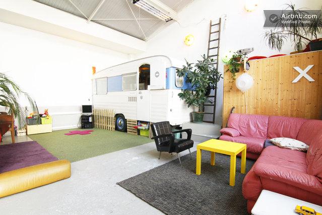 loft atypique louer un atelier d artiste avec une caravane en plein coeur de paris journal. Black Bedroom Furniture Sets. Home Design Ideas
