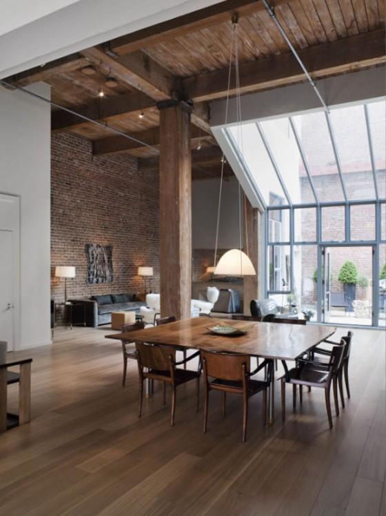 Un loft avec d imposantes poutres en bois au coeur de san for Salle a manger loft