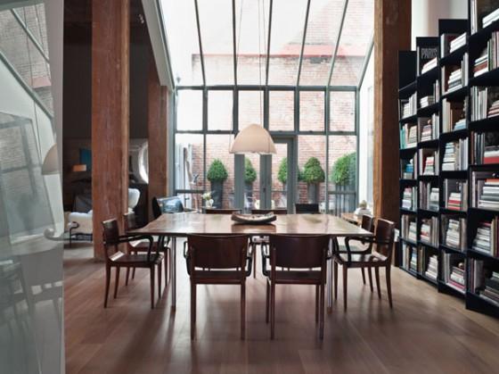 Un loft avec d imposantes poutres en bois au coeur de san francisco journal du loft - Salle a manger loft ...