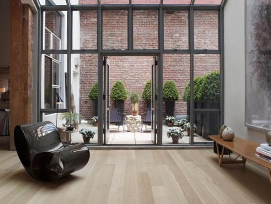 un loft avec d imposantes poutres en bois au coeur de san. Black Bedroom Furniture Sets. Home Design Ideas