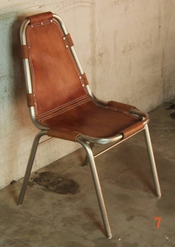 Chaise industrielle en cuir brun