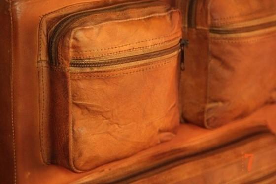 Pouf industriel en cuir avec des poches