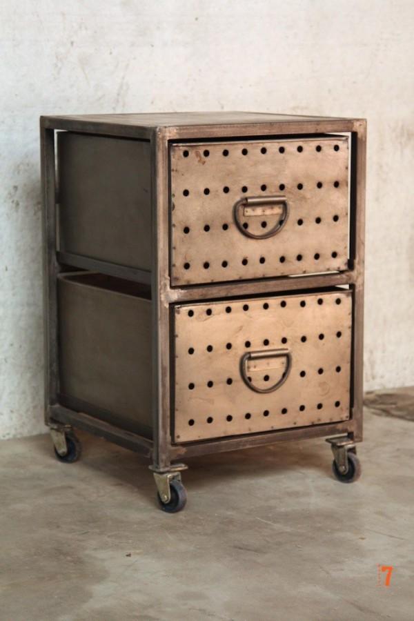 12 meubles industriels pour votre loft s lectionn s chez for Table de nuit style industriel