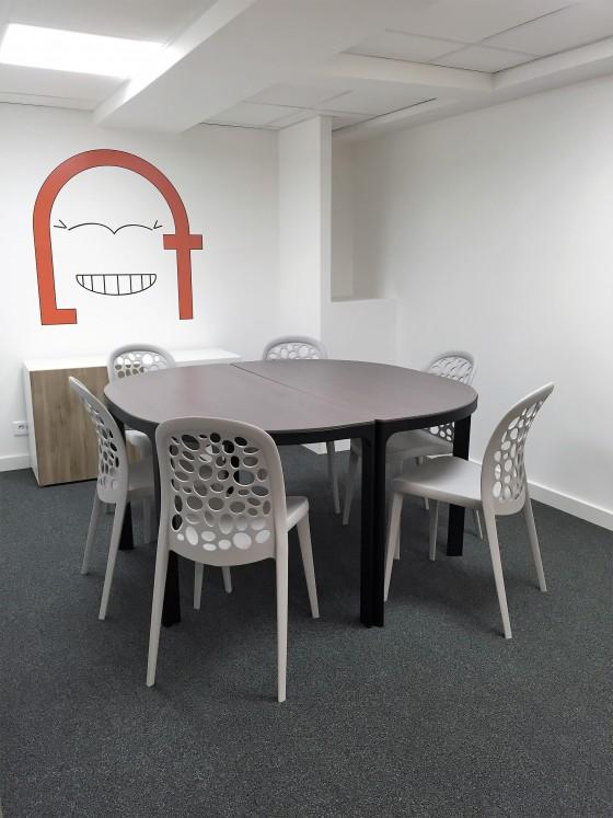 Salle de reunion dans le loft coworking a Rennes