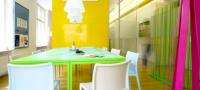 Bureaux colorés de l'agence Avanta Lowe