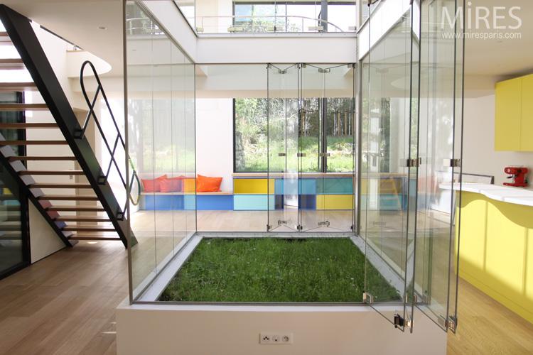 loft avec un carr de pelouse int rieur journal du loft. Black Bedroom Furniture Sets. Home Design Ideas